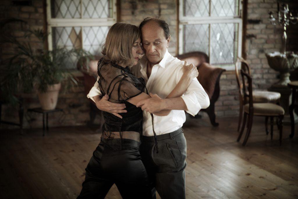 Ulrike Schladebach und Stephan Wiesner tanzen im Tangoloft, wo sie regelmäßig Unterricht geben.