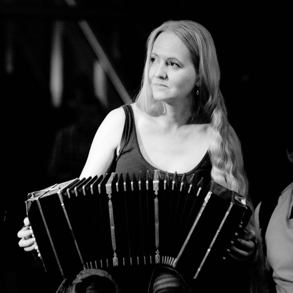 Judith Brandenburg mit ihrem Bandoneon