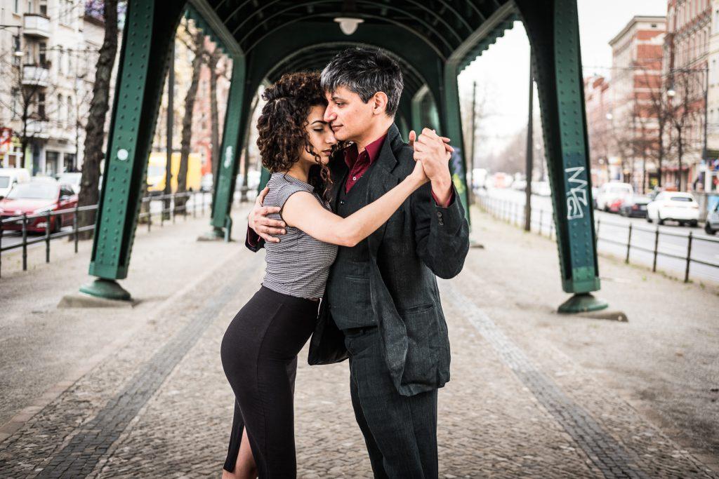Pedram Shahyar und Dilara Ogretmen